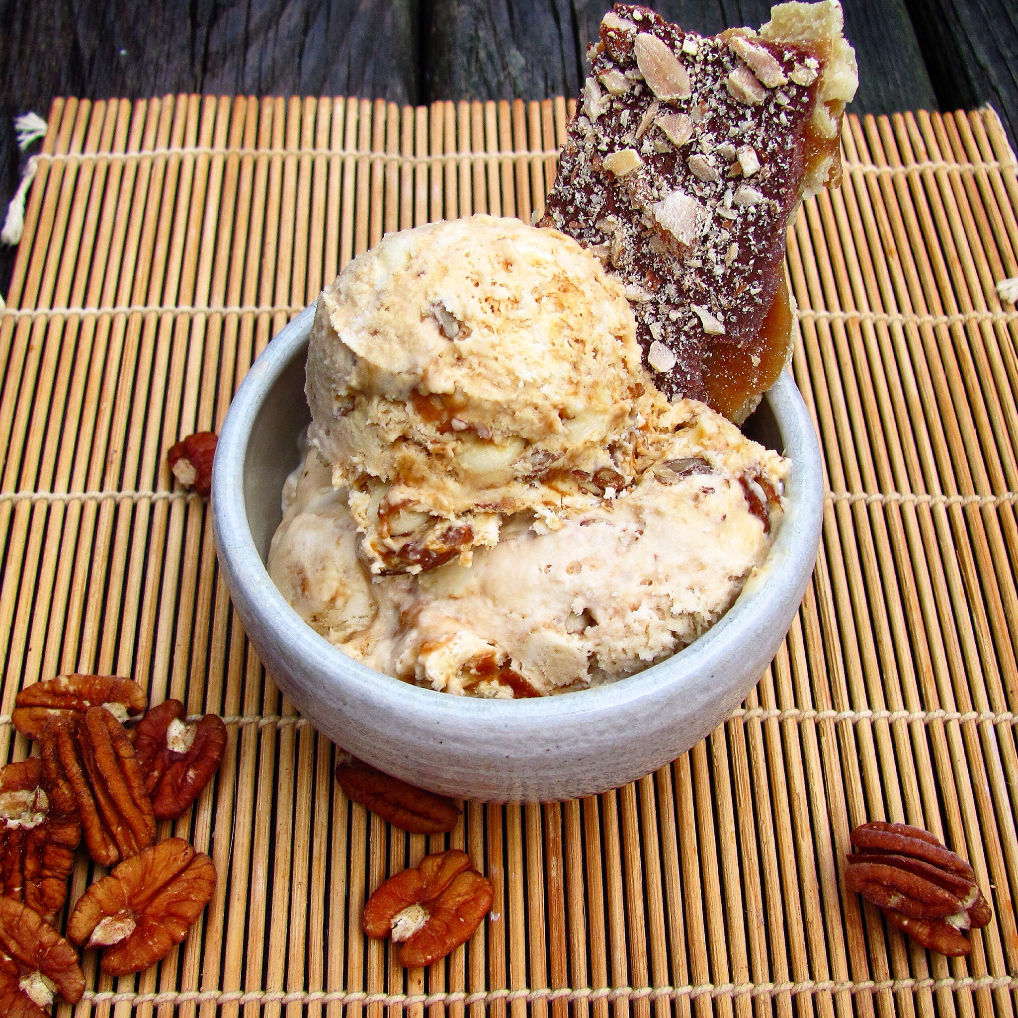 1203956600 White Chocolate Salted Caramel Pecan Ice Cream